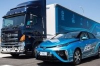 Экологичные «Тойоты» будет заправлять дизельный грузовик