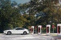 «Тесла» назвала стоимость зарядки на станциях Supercharger