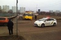 В Киеве вооруженный бандит угнал маршрутку, полиция стреляла на поражение