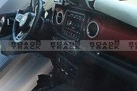 Шпионы сфотографировали интерьер нового Jeep Wrangler