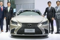 У флагманского седана Lexus появилась новая базовая версия LS 350