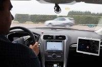 Ford научился предупреждать водителей об автомобилях с мигалками