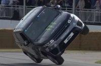 Видео: Range Rover Sport SVR на двух колесах и человеком сверху