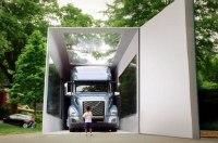 Volvo привезла ребенку самую большую коробку с машиной