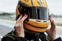 79-летняя гонщица проехала за рулем 800-сильного болида Формулы-1