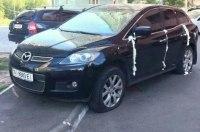 Двери авто героя парковки в Киеве задули монтажной пеной