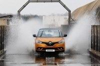 Французский экстремал задумал превратить компактвэн Renault в раллийное такси