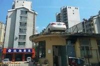 Китайцы переставили машину на крышу здания, чтобы проучить нарушительницу