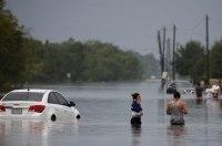 Во время урагана «Харви» техасский заправщик заломил 20 долларов за галлон топлива