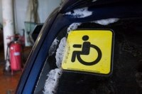 Миллионер подделал инвалидный значок, чтобы бесплатно парковать автомобиль