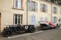 Британец отбуксировал классический гоночный Porsche на раритетном Bentley