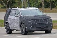 Серийный трехрядный внедорожник Jeep сфотографировали на тестах