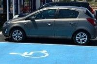 Вступил в силу закон о крупных штрафах за парковку на местах для инвалидов
