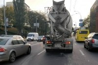 """Киевавтодор"" винит грузовики и бетономешалки в плохих дорогах"