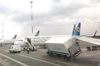 В Сети опубликовали видео ДТП грузовика и самолета в Борисполе
