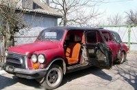 В Украине продают лимузин Запорожец с телефоном и холодильником
