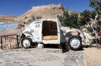 Иорданец превратил старый VW в крошечный отель