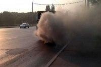 Если из выхлопной трубы едущего впереди автомобиля валит копоть: Как наказать «водителя-кочегара»
