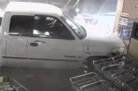 Кража банкомата с помощью пикапа попала на видео