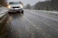 Украинские дороги покрыл «черный лед»