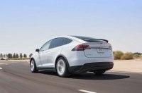 Компания Mercedes-Benz взяла в аренду электрокар Tesla, чтобы изучить его