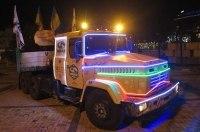 Тягач КрАЗ с фантастической подсветкой по ночному Киеву (видео)