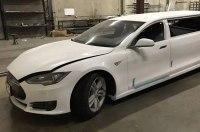Первый в мире лимузин Tesla засняли вживую
