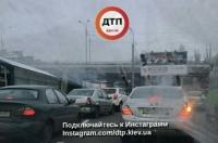 В Киеве обвалился автомобильный мост: полиция перекрыла дорогу