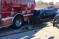 Tesla на автопилоте не заметила пожарную машину