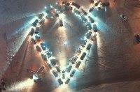 Украинские автомобилисты провели романтический флешмоб