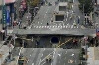 В Китае автомобильная трасса ушла под землю – много погибших
