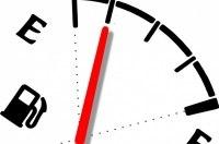 На границе у водителей проверяют количество ввозимого в баках топлива