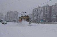 Киев сковали 8-балльные пробки, дороги убирают полтысячи единиц техники