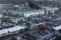 В Петербурге горит крупный автосалон