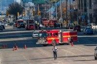 В Канаде фургон выехал на тротуар и начал давить пешеходов