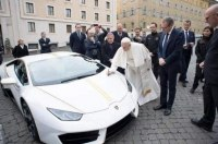 Lamborghini Папы Римского продали на аукционе
