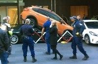 Работник отеля припарковал Porsche 911 под кроссовер Subaru