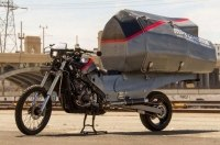 Американец превратил мотоцикл в дом на колесах