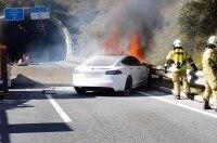Власти США заинтересовались сгоревшей Tesla режиссера Майкла Морриса
