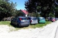 Перегонщики превратили польское село в свалку брошенных автомобилей