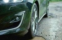 Новый Ford Focus научился распознавать выбоины на дорогах