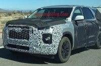 Огромный внедорожник Hyundai засняли за буксировкой цистерны