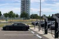 80% заряда за 15 минут: Porsche запустили собственные сверхскоростные электрозаправки