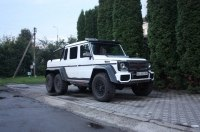 В Украине появился редчайший шестиколесный Mercedes Brabus