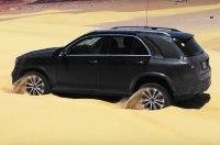 Новый Mercedes-Benz GLE научили «прыжками» выбираться из песка