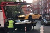 Эвакуатор увез неправильно припаркованный Ferrari