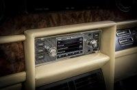 Jaguar Land Rover сделал современную «мультимедийку» для ретромоделей