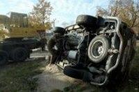В центре Киева элитный джип провалился под асфальт