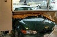 В США 76-летний водитель врезался в дом, пострадали 14 человек