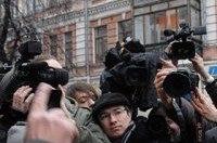 В Житомире охранник штрафплощадки ГАИ ударил оператора ICTV